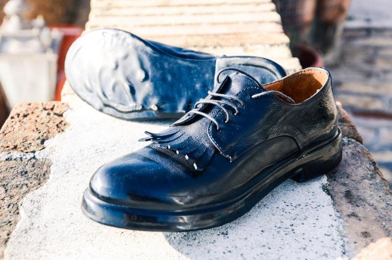 Scarpe nere inglesi cuoio